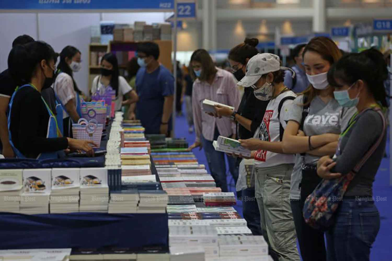 People don masks to visit a book fair in Nonthaburi province on Wednesday, when the country logged five new Covid-19 cases, all quarantined arrivals from abroad. (Photo: Varuth Hirunyatheb)