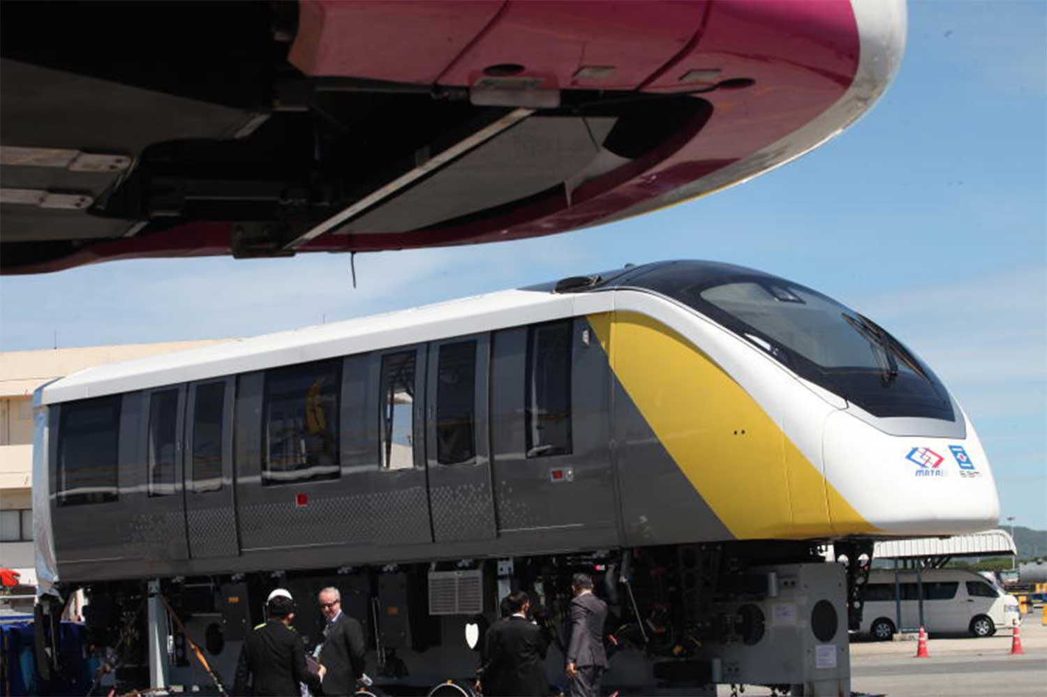 First engines arrive for Pink, Yellow monorail train lines