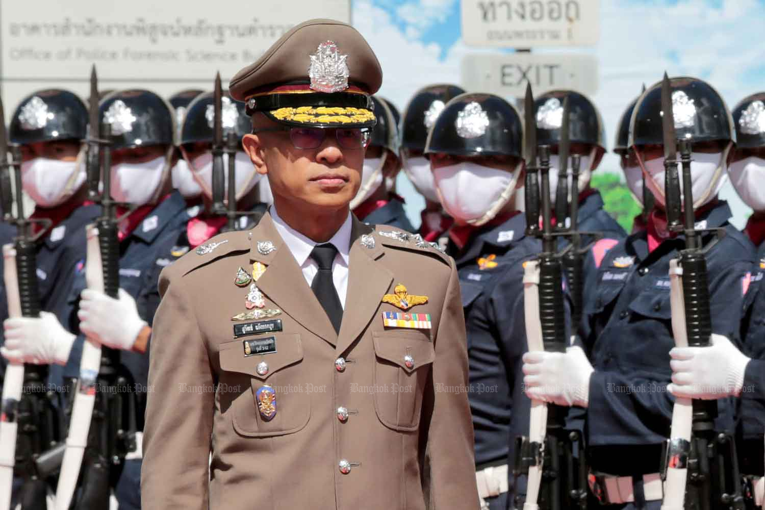 New national police chief Pol Gen Suwat Jangyodsuk inspects the guard of honour at a  ceremony marking his first day in the job, at Royal Thai Police headquarters in Bangkok on Thursday. (Photo: Chanat Katanyu)