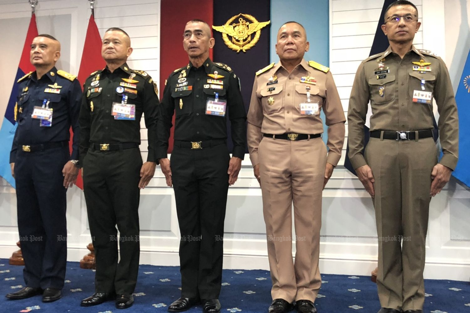 The new leaders of the three armed forces and the Royal Thai Police meet for the first time on Monday. From left: air force chief ACM Airbull Suttiwan, army chief Gen Narongphan Jitkaewtae, defence forces chief Gen Chalermpol Srisawasdi, navy chief Adm Chartchai Sriworakhan and national police chief Pol Gen Suwat Jangyodsuk. (Photo by Wasssana Nanuam)