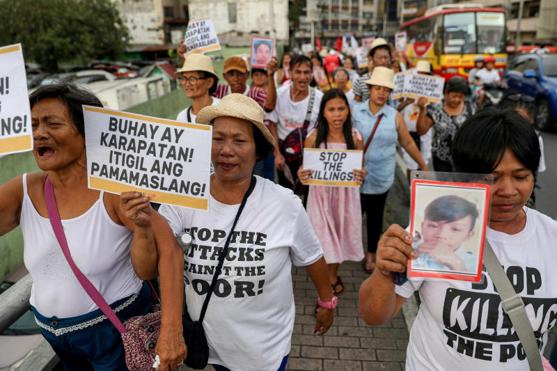 Filipino activists, and relatives of people killed in the country's war on drugs, hold a rally in observance of Human Rights Day in Manila, Philippines, Dec 10, 2019. (Reuters file photo)