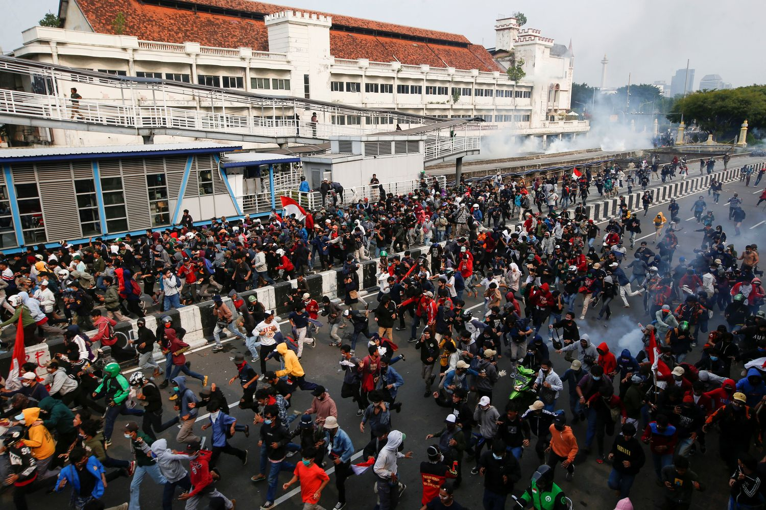 Indonesians protest labor reforms in a new