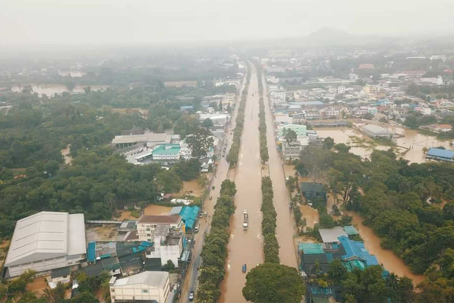 Days of heavy rain and runoff have caused flooding in many areas of Pak Chong district in Nakhon Ratchasima. (Photo: Prasit Tangprasert)