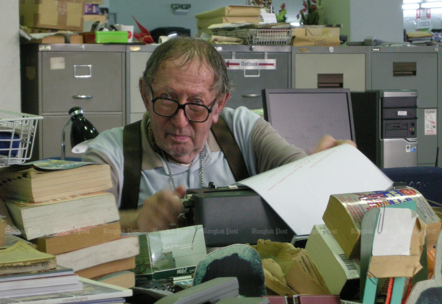 For Bernard Trink, seen here in the Bangkok Post newsroom in 2010, the typewriter was always his word processor of choice. (Photo: Sayant Pornnantharat)