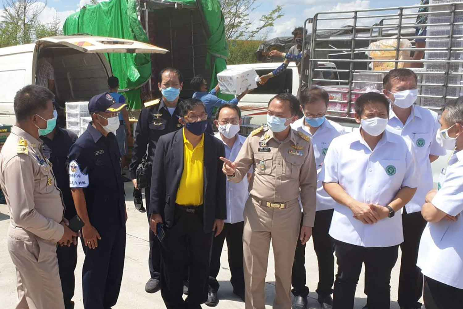 Administrative and health authorities visit a cargo-handling yard in Mae Sot district, Tak, on Monday. (Photo: Assawin Pinitwong)