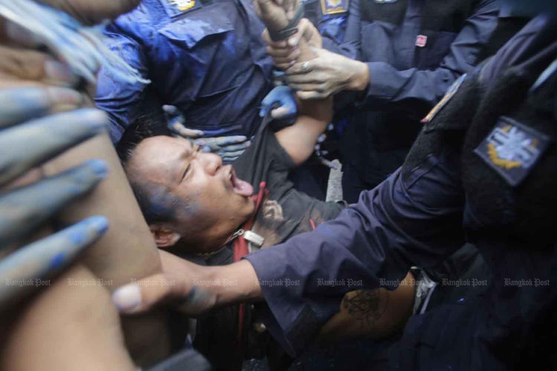 Riot police arrest Jatupat
