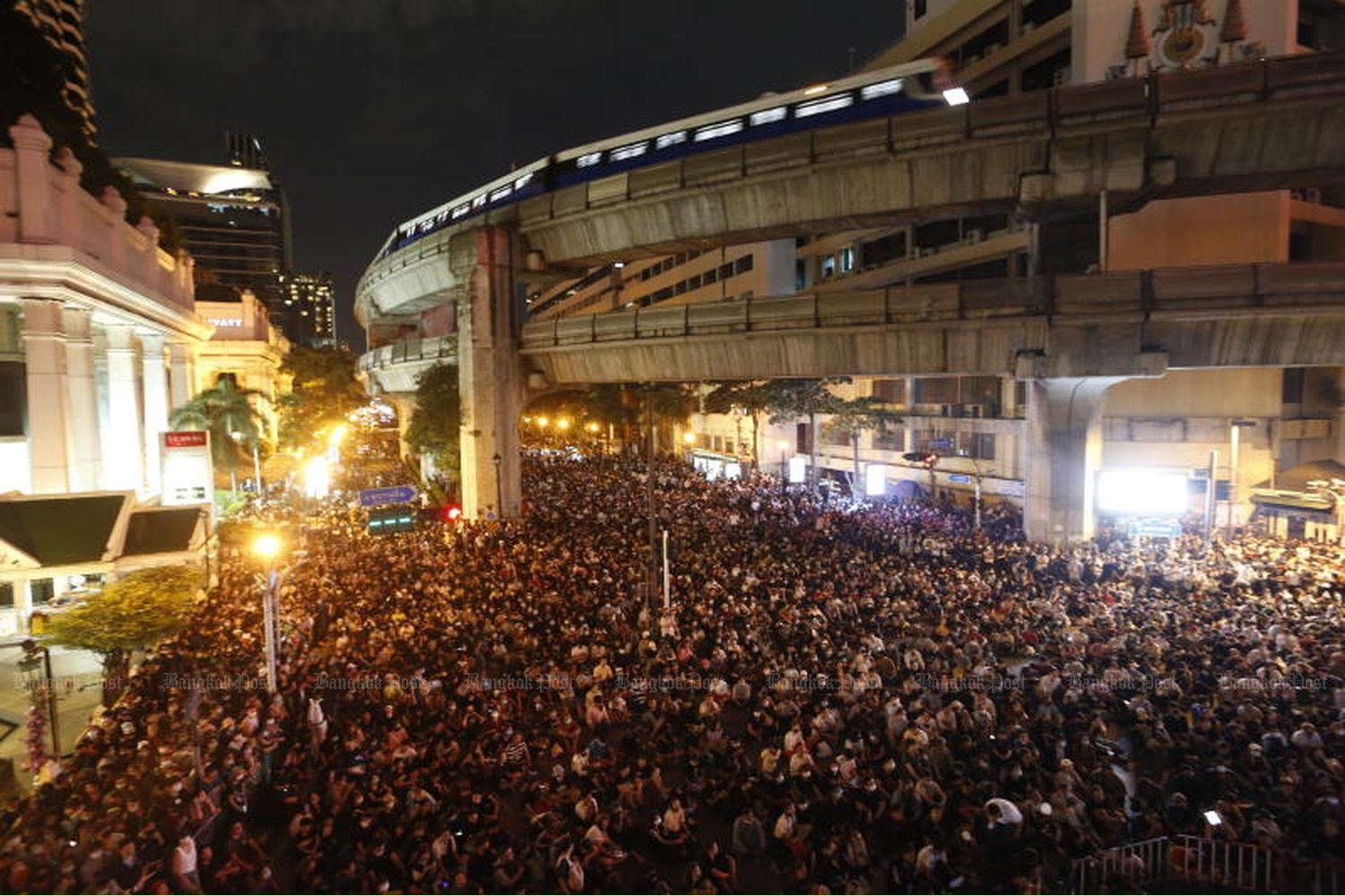 Anti-government protesters block Ratchaprasong intersection in Bangkok on Thursday night, calling for the resignation of Prime Minister Prayut Chan-o-cha. (Photo by Arnun Chonmahatrakool)