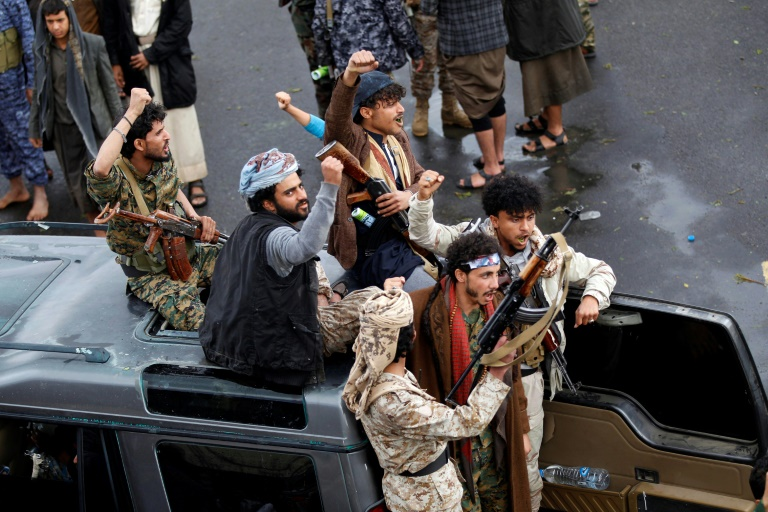 Yemen's warring parties swap prisoners for second day