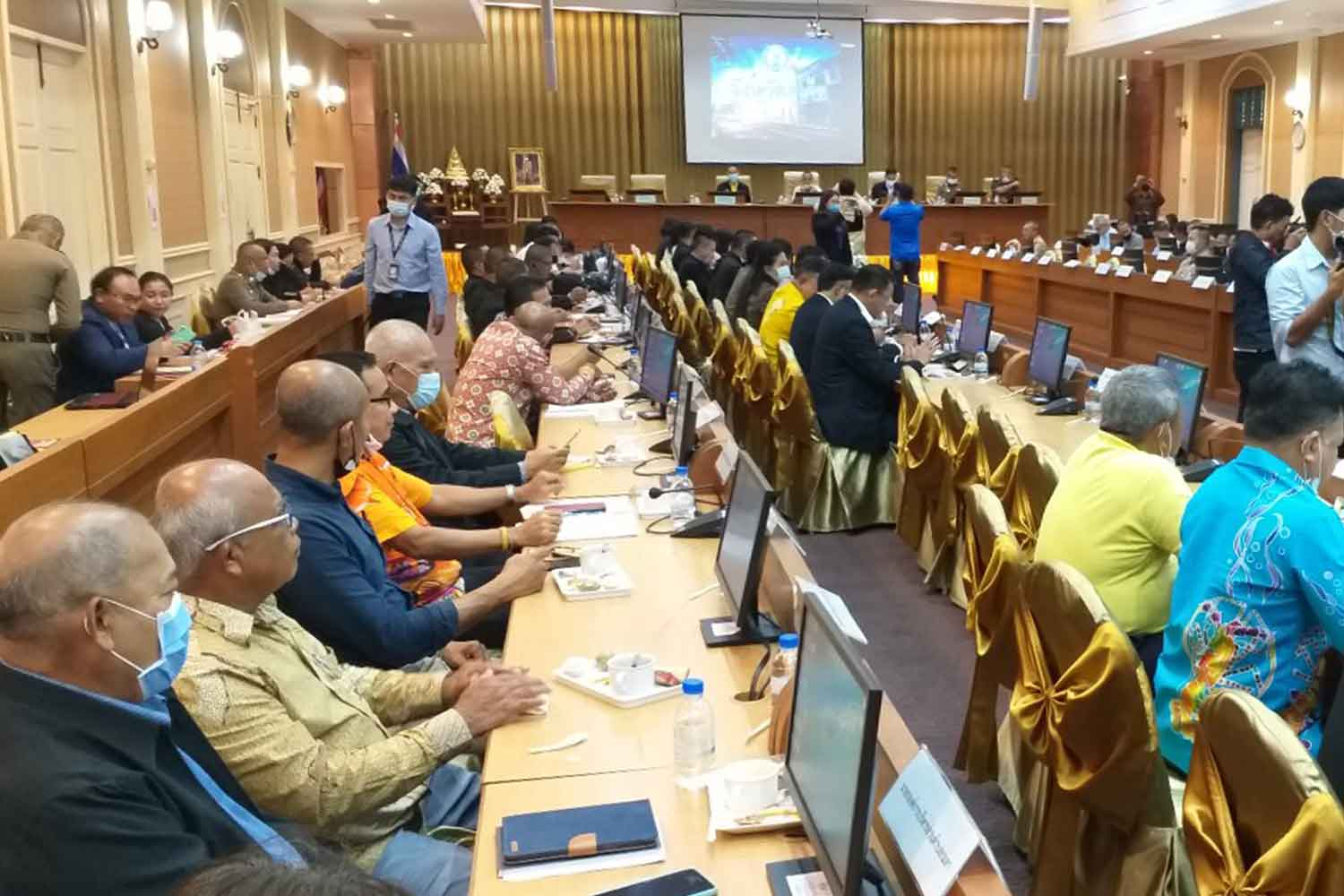 Officials of Phuket and Government House meet on Thursday to prepare a cabinet meeting in the southern resort province next month. (Photo by Achadthaya Chuenniran)