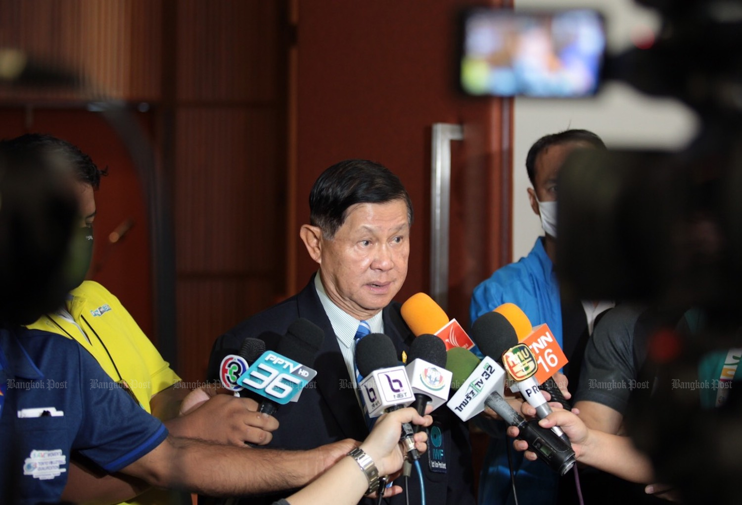 Maj Gen Intarat Yodbangtoey, former president of the Thai Amateur Weightlifting Association, talks with reporters at a briefing earlier this year. (Post File Photo)