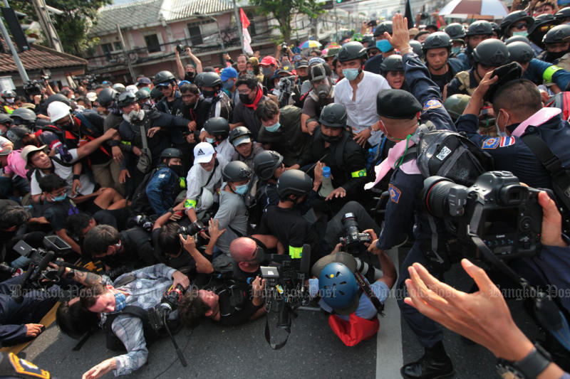 Media crew covering the protest against the government outside Government House on Oct 14 are knocked to the ground during a scuffle. (Photo: Wichan Charoenkiatpakul)