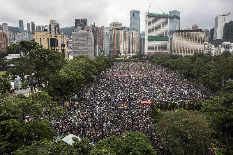 'Love for freedom': Protest parallels in Thailand and Hong Kong
