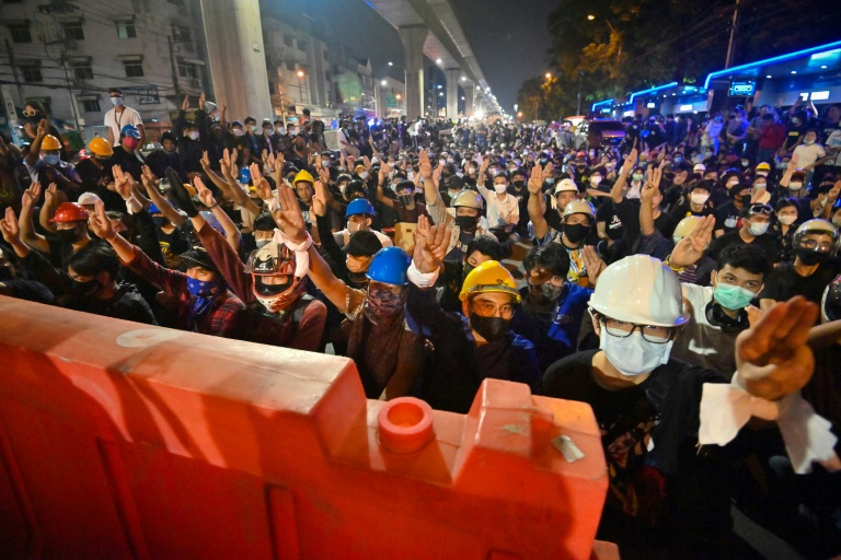 'A moving current': Thai protesters adopt Hong Kong tactics