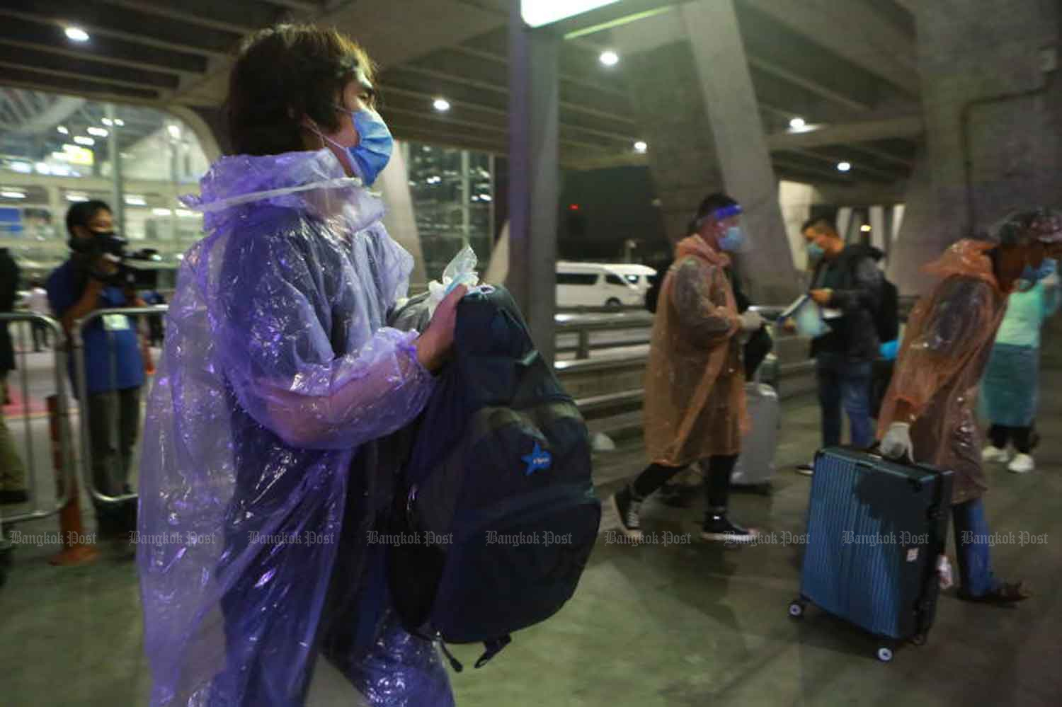 Chinese tourists, the first such arrivals since commercial flights were banned in April to combat the coronavirus pandemic, arrive at Suvarnabhumi airport on Tuesday, when the country logged nine new Covid-19 cases. (Photo: Somchai Poomlard)
