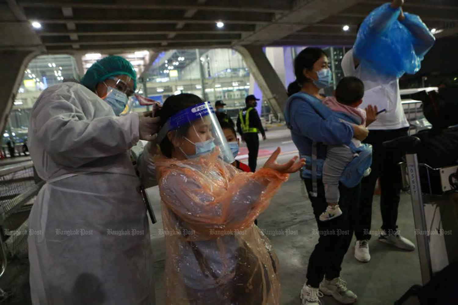 Chinese tourists arrive at Suvarnabhumi airport in Samut Prakan province on Tuesday. (Photo by Somchai Poomlard)