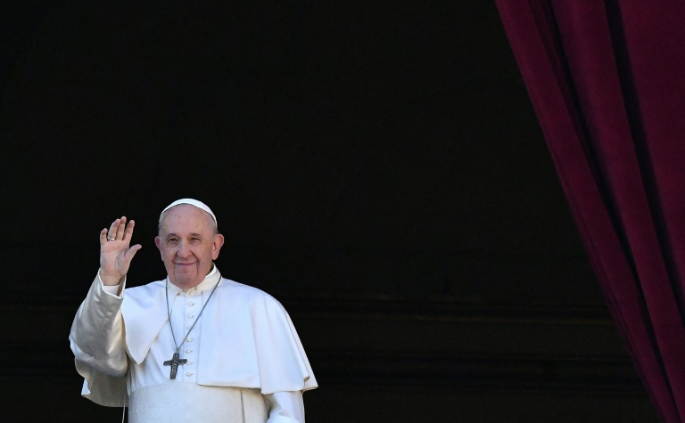 Pope backs civil unions for gay couples