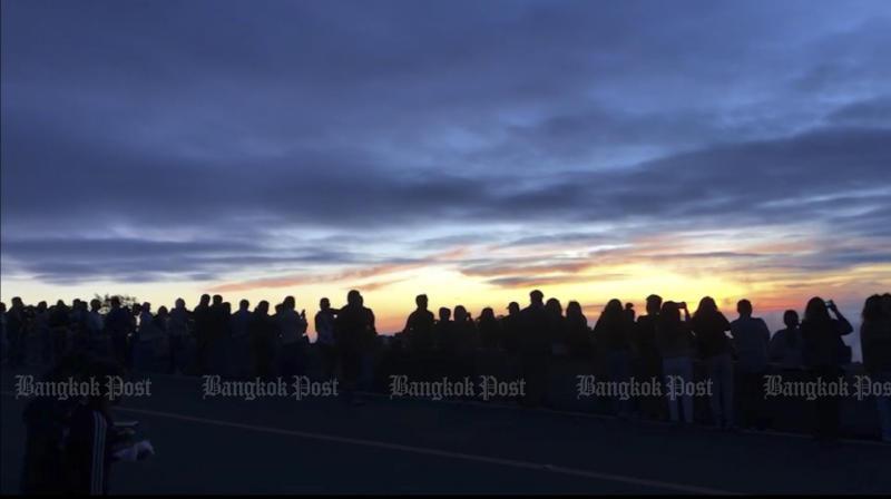 Tourists enjoy cooler temperatures at Doi Inthanon. Photo by Panumet Tanraksa