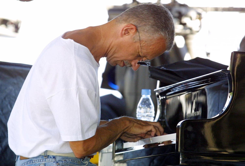 Stroke sidelines piano icon Keith Jarrett