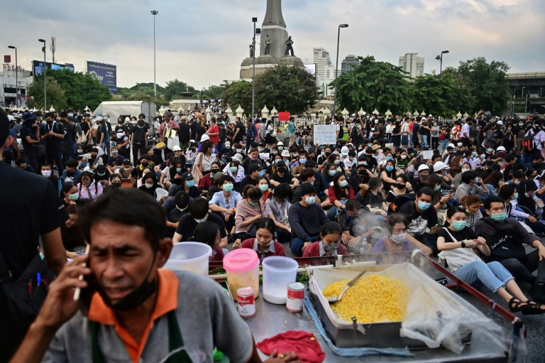 'CIA'-like street-food vendors first on rally scene