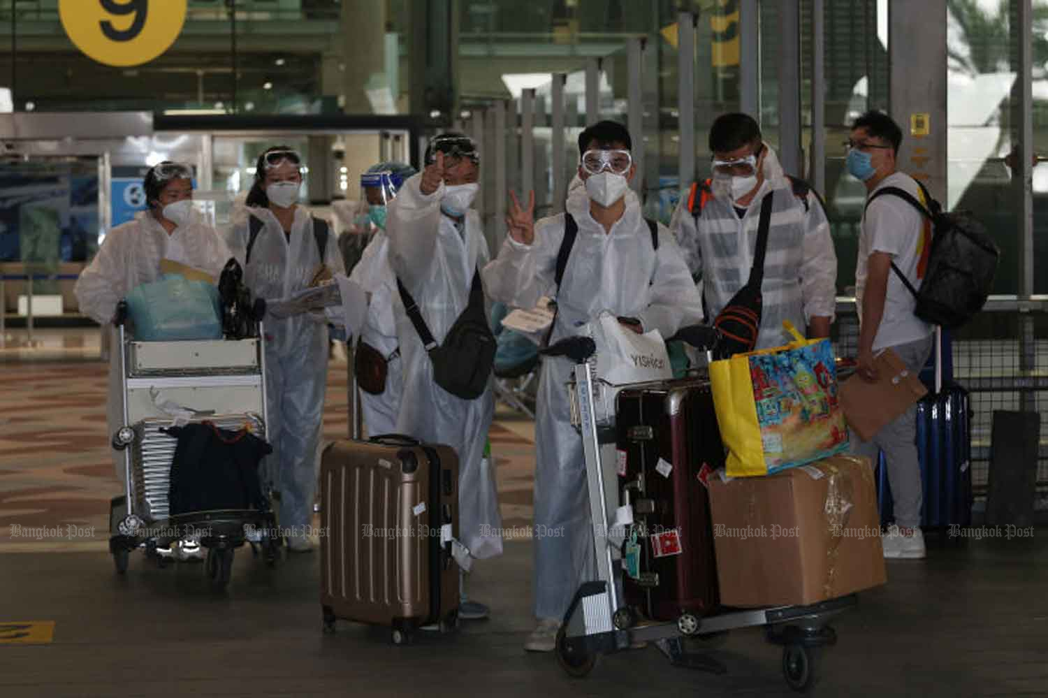 Another 145 of Chinese tourists from Guangzhou arrive in Thailand on Monday by China Southern Airlines along with 118 foreign businessmen and another 16 Thai returnees. Chinese tourists started returning last week under the Special Tourist Visa policy granted to revive tourism. (Photo by Varuth Hirunyatheb)
