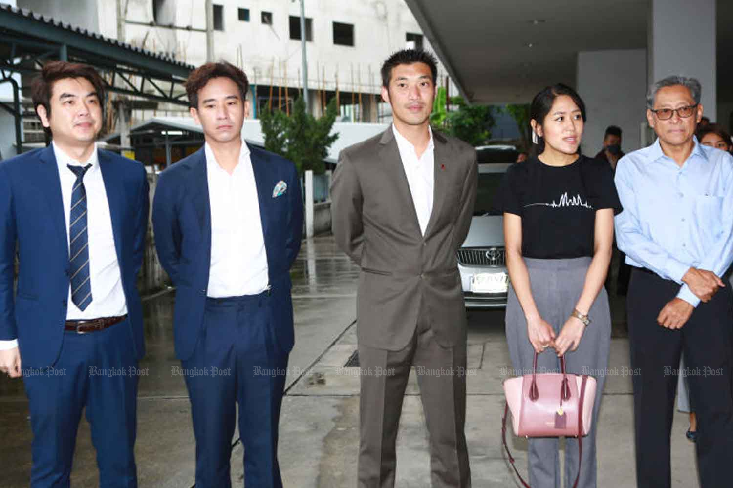 From left, Piyabutr Saengkanokkul, Pita Limjaroenrat, Thanathorn Juangroongruangkit, Pannika Wanich and Pairattachote Chantarakajon, at the Office of Summary Litigation Region 6 in Pathumwan district, Bangkok, to hear the indictment decision on Thursday. (Photo: Somchai Poomlard)