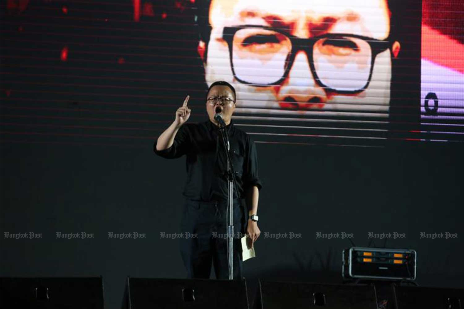 Arnon Nampha on the stage during the rally at Sanam Luang on Sept 19. (Photo: Amornthep Chotchalermpong)