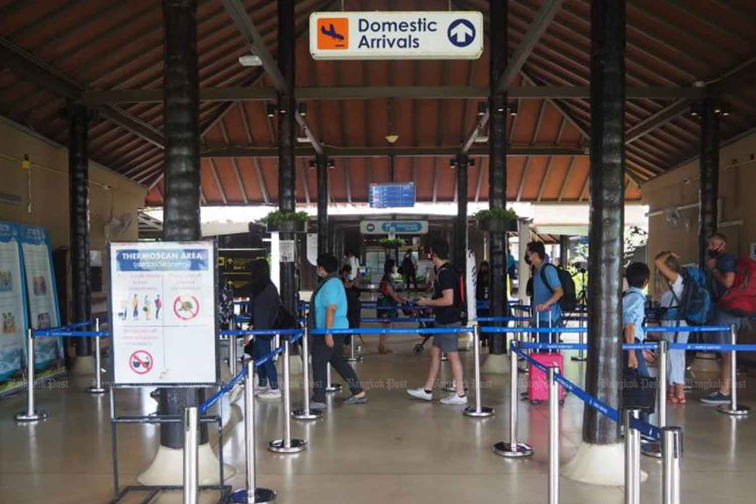 Travellers at Samui airport in Surat Thani province last month. (Photo: Dusida Worrachaddejchai)