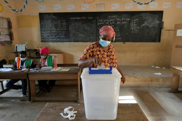 Ivory Coast president urges calm in tense election