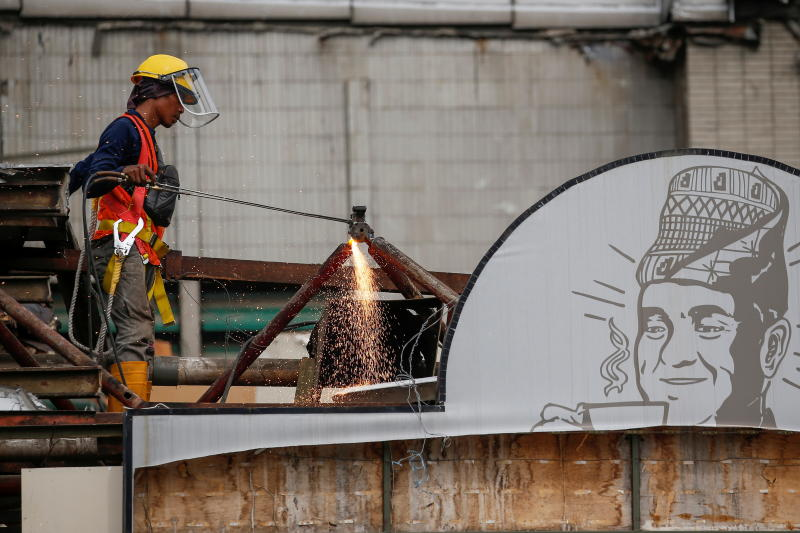 A labourer uses a torch while working on a renovation site of a shopping mall in Jakarta on Friday. (Reuters photo)