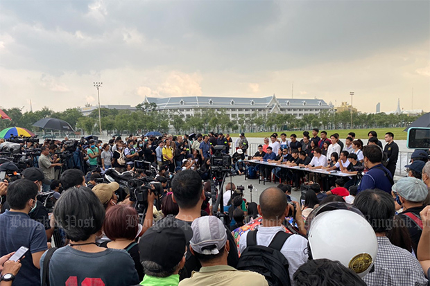 Anti-government protesters issue a statement at Sanam Luang on Wednesday, rejecting the parliament's proposed political reconciliaton committee as a move to keep Prime Minister Prayut Chan-o-cha in power. (Photo: Nutthawat Wicheanbut)