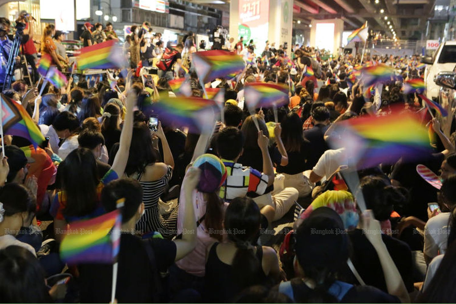Hundreds of people gather on Silom Road in Bangkok on a march for democracy and equal rights for LGBT+ people on Saturday evening. (Photos by Apichit Jinakul)