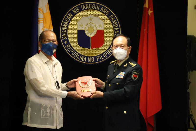 FILE PHOTO: Philippines Defense Secretary Delfin Lorenzana (left) poses for a photo with his Chinese counterpart Wei Fenghe during their bilateral meeting at the Department of National Defense in Manila, Sept 11, 2020. (AFP PHOTO / Department of National Defense