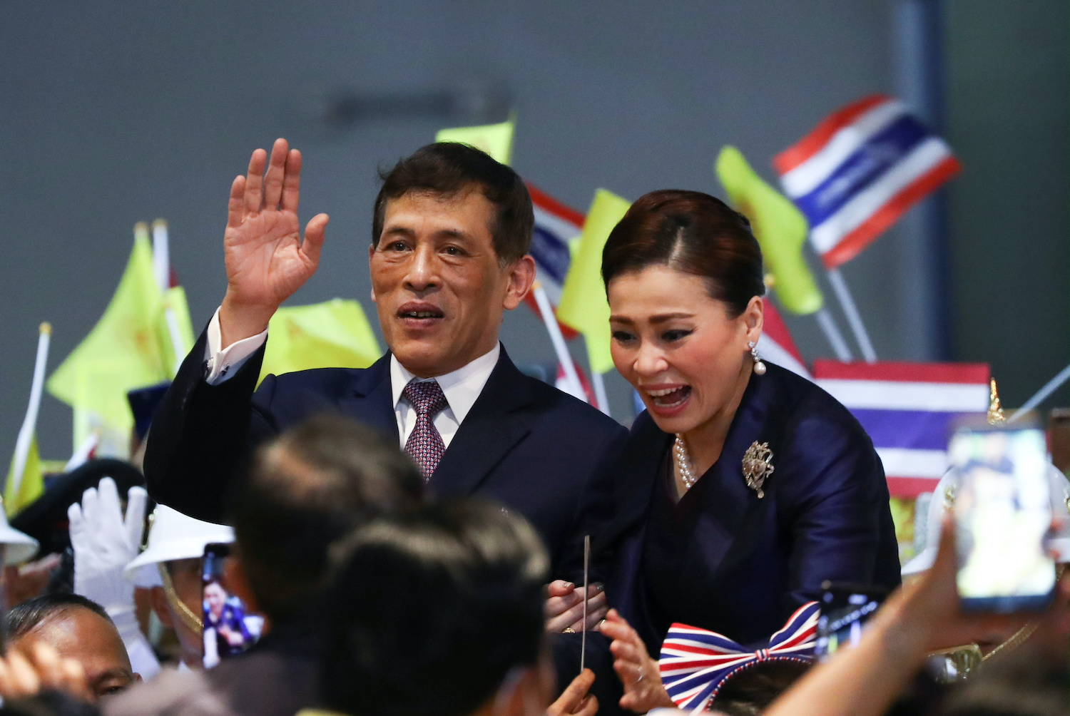Their Majesties the King and Queen greet supporters at the Lak Song MRT station, to which they travelled by subway after inaugurating the Blue Line extension on Saturday. (Reuters Photo)