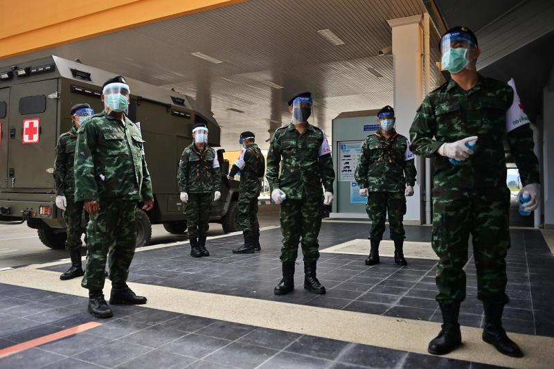 FILE PHOTO: Soldiers wearing face masks and shields wait for people to enter Thailand in the Ministry of Transport at the border crossing over the second Thai-Myanmar Friendship Bridge in Mae Sot, Tak province, Oct 29, 2020. (AFP)