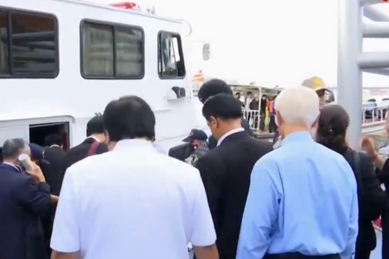 Legislators leaving the parliament board a Marine Department boat at Kiak Kai pier. (Capture from TV)