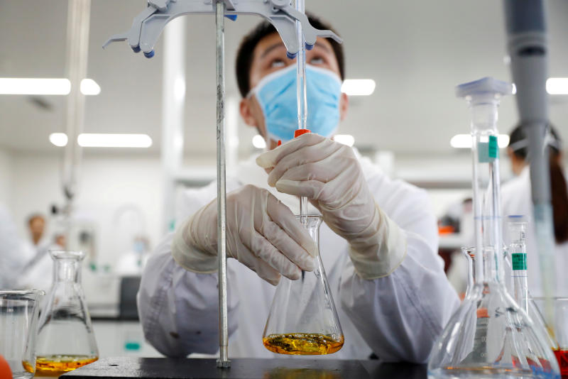 FILE PHOTO: A man works in a laboratory of Chinese vaccine maker Sinovac Biotech, developing an experimental coronavirus disease (COVID-19) vaccine, during a government-organized media tour in Beijing, China, Sept 24, 2020. (Reuters photo)