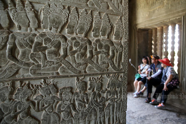 Tourists take a selfie at the famous Angkor Wat before the coronavirus outbreak hit the tourism sector in Cambodia. (Post Today photo)
