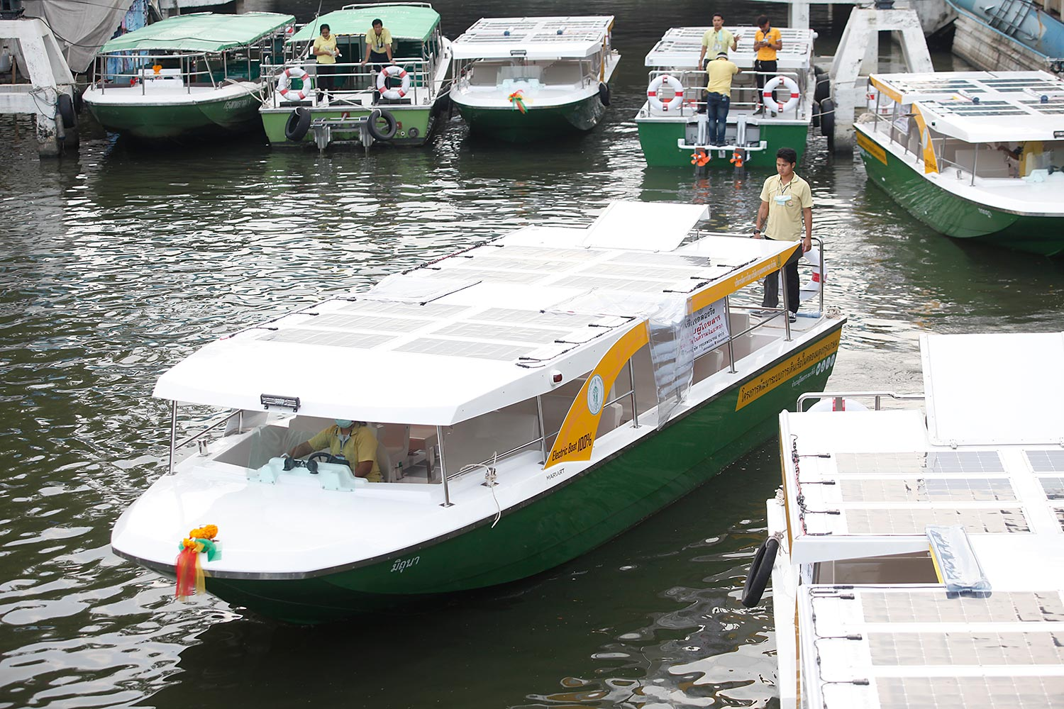 Free rides boost new electric boat service