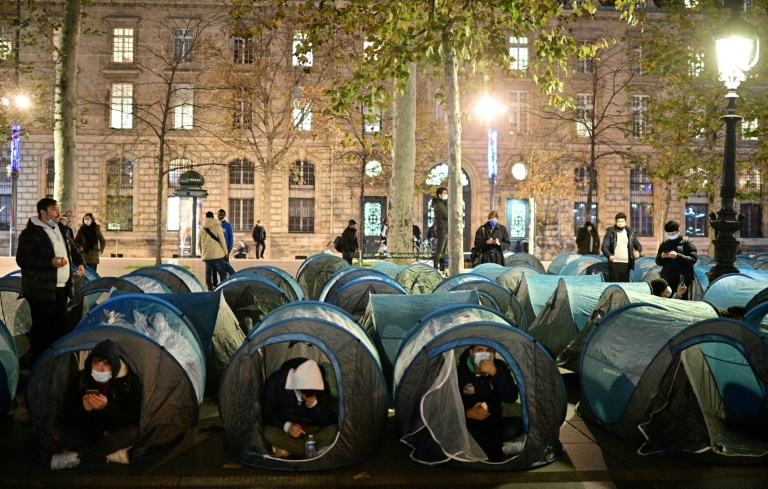 Police use tear gas to disperse migrant camp in central Paris