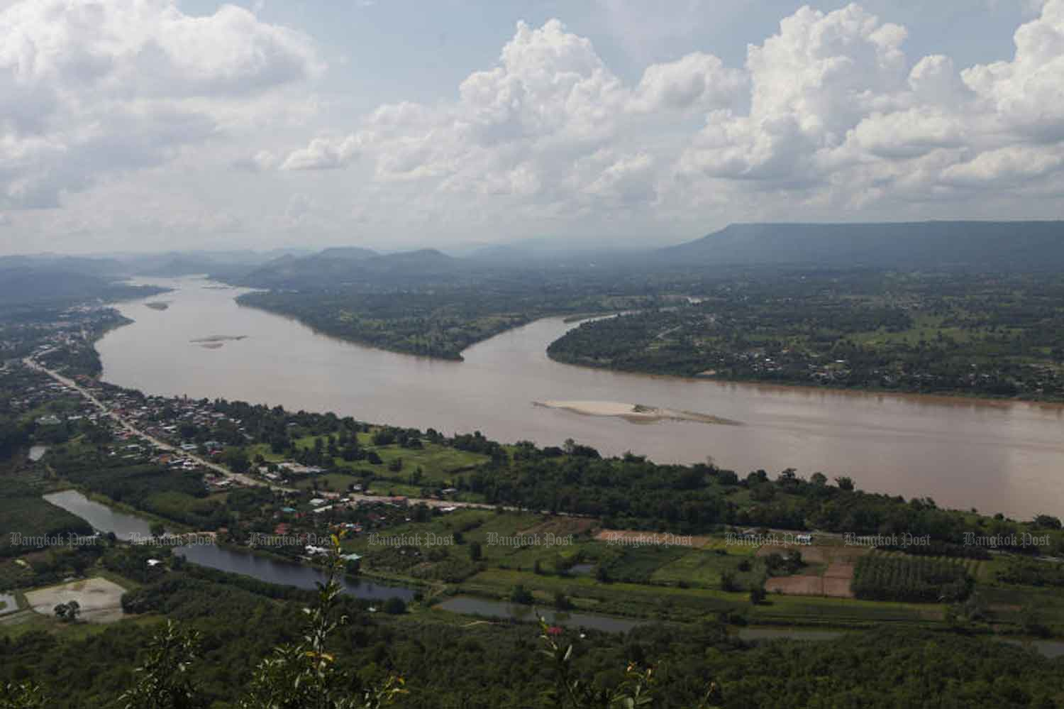 Sandbars can be seen on the Mekong River in tambon Pha Taem in Nong Khai, across from Laos. (Photo by Nutthawat Wicheanbut)