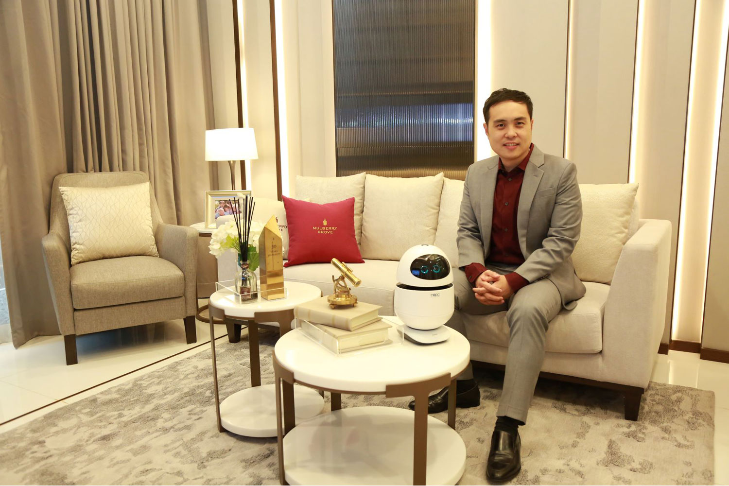 "Mr. Roongrote Chongsujipan, Senior Vice President of Mulberry Grove at MQDC, at ""Mulberry Grove Sukhumvit"" with the robot ""Kai Tomm"", which will be a personal assistant at the super-luxury 'intergeneration' residence, enhancing the lifestyle of all ages, connecting with everything in the world, as one of the technologies to make life at ""Mulberry Grove Sukhumvit"" comfortable and convenient."