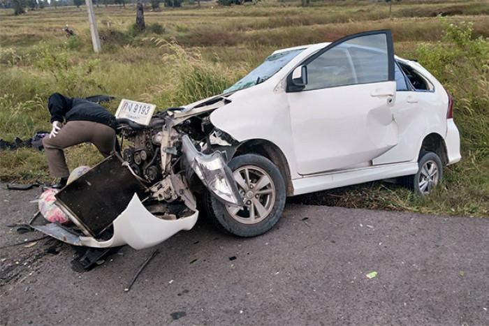 5 killed, 4 injured in pickup-SUV crash