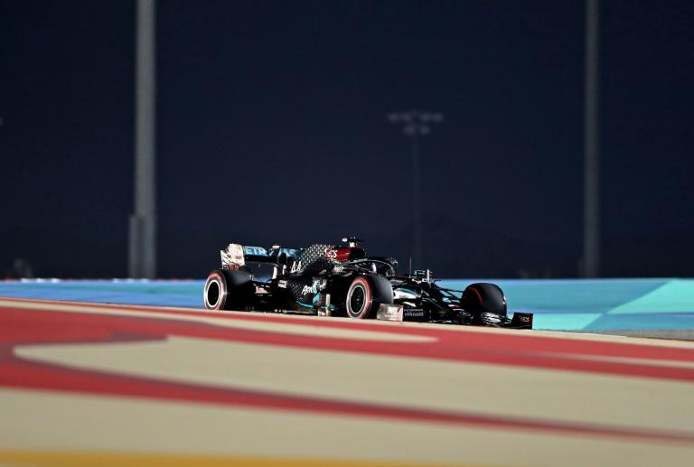 Hamilton smashes Bahrain track record to take 98th pole