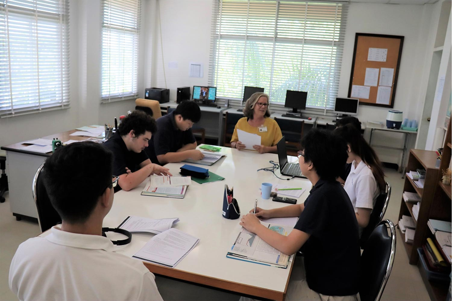 English Language education options for Thai and foreign students