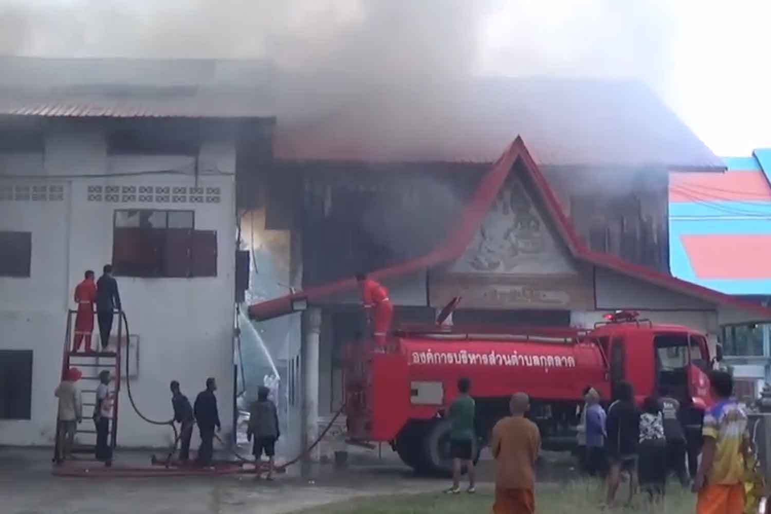 Fire destroys temple buildings in Ubon