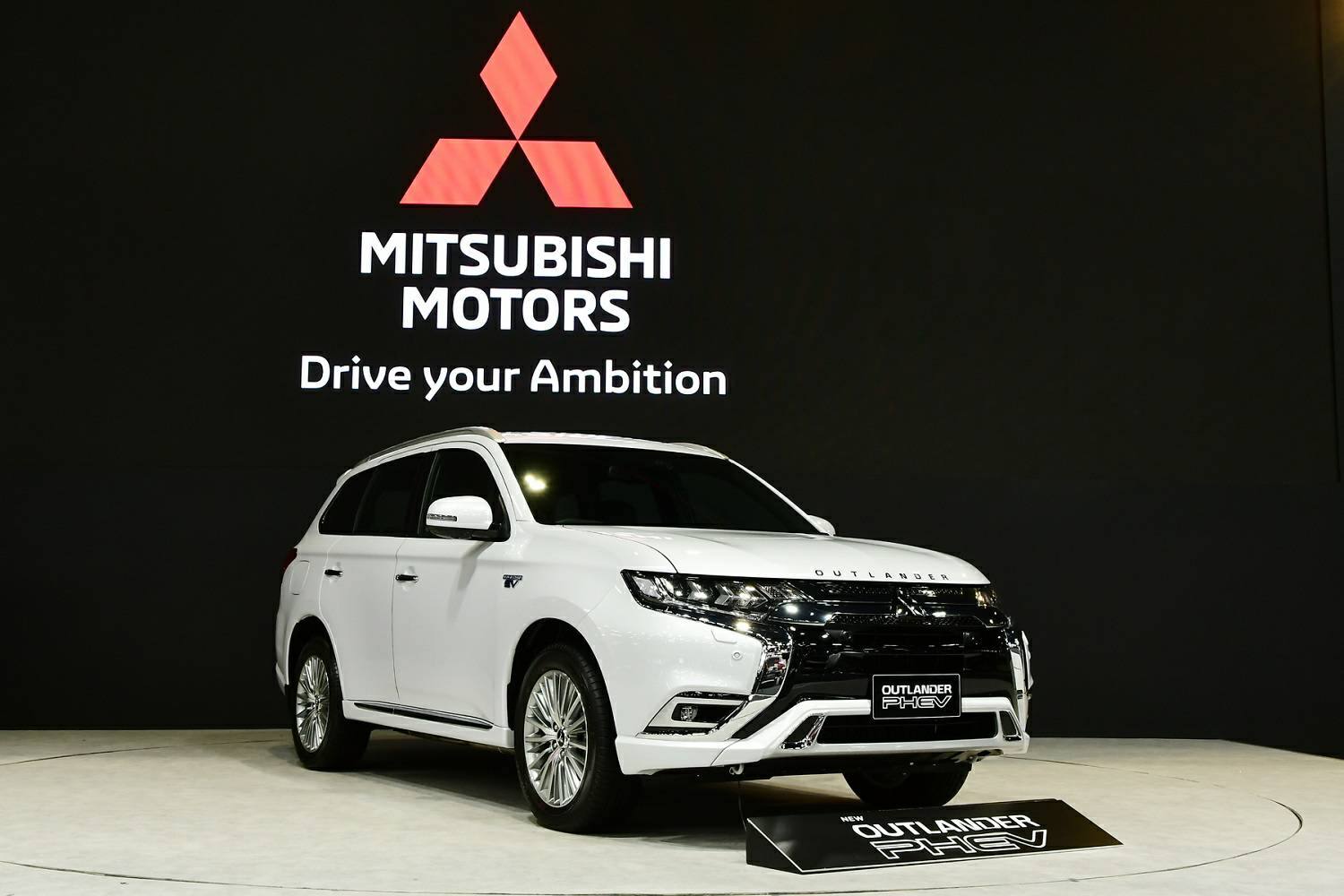 Mitsubishi to benefit from EV growth with Outlander PHEV