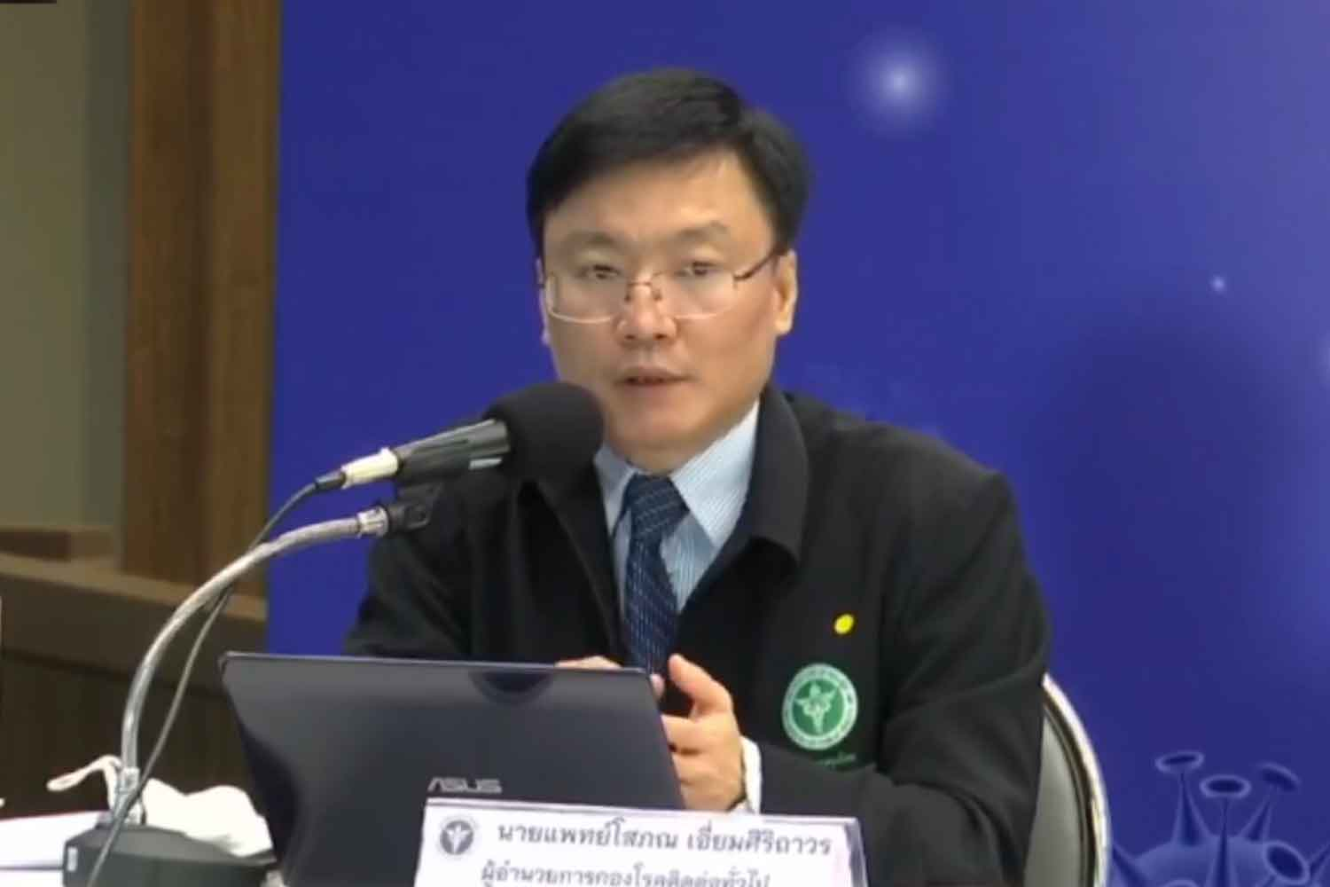 Dr Sophon Iamsirithaworn, general communicable diseases director, announces new Covid-19 cases among illegal returnees from Tachilek at the Public Health Ministry in Nonthaburi province on Wednesday. (Screenshot from the Facebook page of the Centre for Covid-19 Situation Administration)