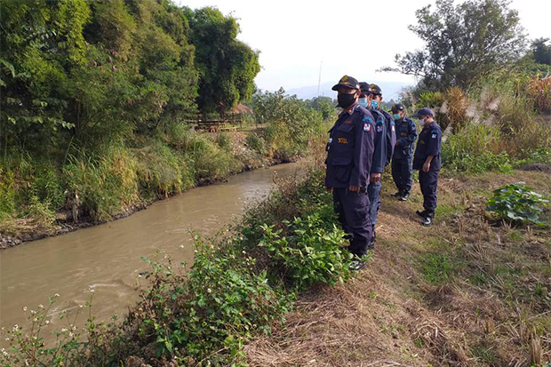 Defence volunteers patrol the Thai side of the Ruak River that forms the border between Mae Sai district of Chiang Rai and Tachileik in Myanmar, on Sunday. (Photo from Mae Sai District Office Facebook page)