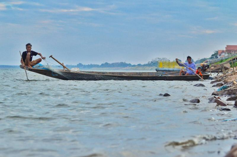 Fishermen relying on the Mekong River are seen in Muang district of Nakhon Phanom. (Photo by Pattanapong Sripiachai)
