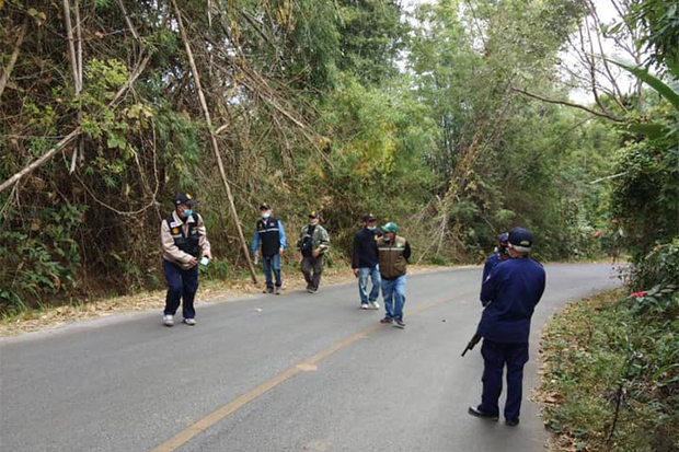 A security patrol on a road near the Myanmar border in Mae Sai district of Chiang Rai on Sunday. (Photo: Mae Sai district office Facebook)